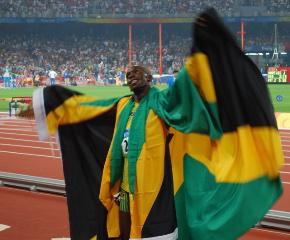 bolt-200m-olympic-gold-celebration